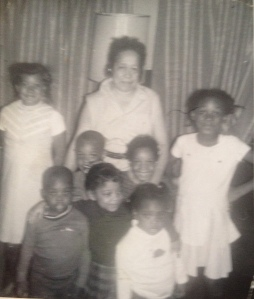 Aunt Isabel in the center. From front to back: Jerald Green, Joletta Green, Joe Green, Elaine Davis, Debra Davis and Eva Davis.